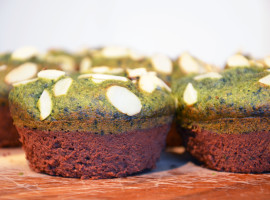 Chocolate, banana and chlorella cake